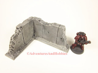 Battle damaged small corner concrete wall section T595 for 25-28mm war games - interior view - UniversalTerrain.com