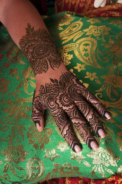 Best mehndi design for upper hand