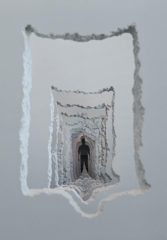 Un túnel de 90 metros excavado través de las paredes examina los poderes creativos y destructivos de la humanidad
