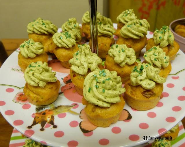 Cupcake aux tomates confites et glaçage au pesto