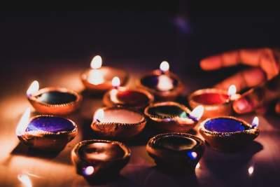 भारत में रोशनी का हिंदू त्योहार दिवाली महोत्सव |