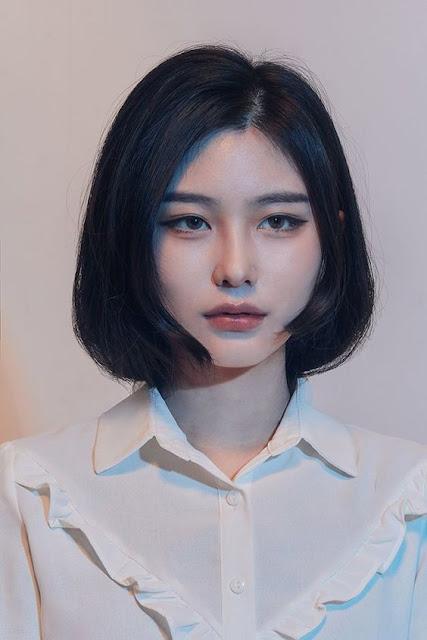 Se você quer mudar o estilo do seu corte de cabelo, que tal se inspirar nas coreanas que arrasam com os cabelos de diferente cortes? Elas realmente tem ideias incríveis e são muito criativas na hora de escolher um novo corte de cabelo. Muitas meninas se inspiram nas coreanas em relação as roupas, maquiagens, limpeza de pele, estilo de vida e cada vez mais os cortes de cabelo também estão sendo uma referencia para muitas meninas que amam o estilo coreano k-pop.
