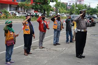 Detik detik Kemerdekaan Ri ke 76, Polisi Ini Upacara Virtual bersama Tukang Parkir di Makassar