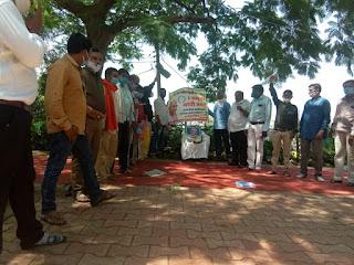 शिक्षकों ने एकत्रित हो कर 2 अक्टुबर महात्मा गांधी की जयंती मनाई