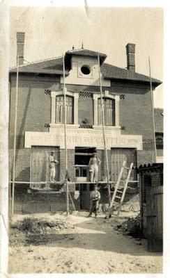 photo noir et blanc : Mairie française à identifier