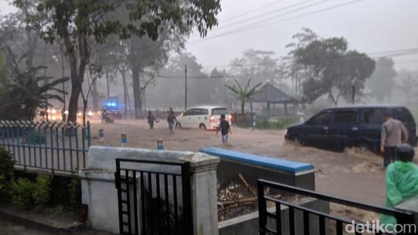 Kota Jember Dikepung Banjir, Puluhan Rumah Tergenang