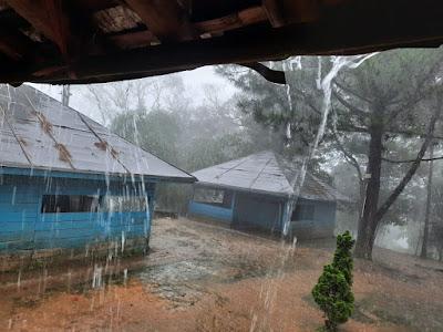 Hujan di Puncak Gunung Sanggabuana