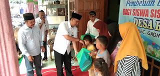 Siswa Miskin Dan Berprestasi Di Kecamatan Gading Terima Bantuan Peralatan Sekolah