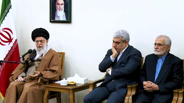 محسن فخری زاده در زمان دیدار آیت الله خامنه ای با اعضای ستاد توسعه علوم و فناوریهای شناختی در بین این جمع دیده می شود