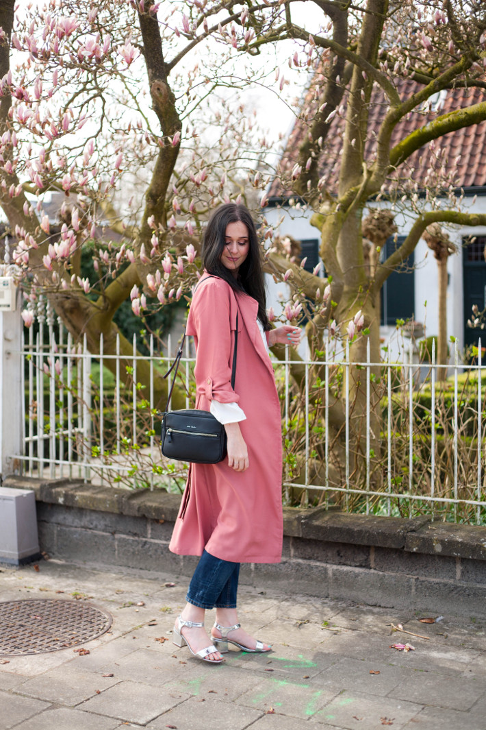 outfit: pink trenchcoat, boyfriend jeans, heeled silver sandals