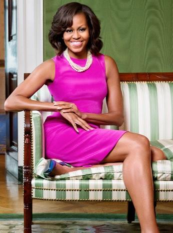 Foto de Michelle Obama posando sentada