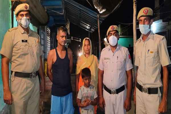 faridabad-saray-khwaja-thana-police-bring-missing-kids-his-home