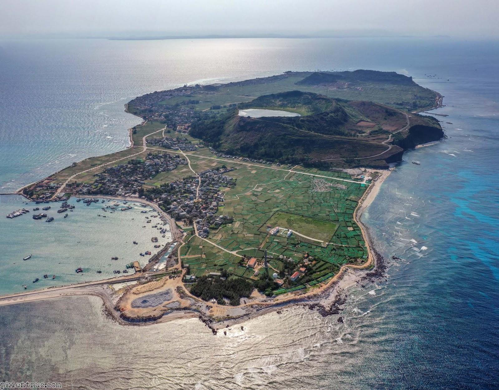 Hình chụp toàn cảnh đảo Lý Sơn