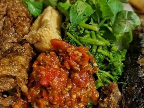 Warung Nasi Tempong Mbok Nah, Wisata Kuliner Banyuwangi yang Patut Disambangi