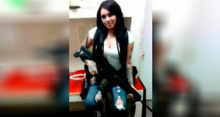 """Sandra la sanguinaria y sensual operadora de 15 años de """"Los Zetas"""" que tenía 53 sicarios a su mando"""