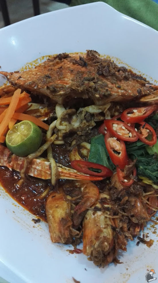 D'Paradise Cafe Hidang Mee Ketam Segar Harga Berpatutan