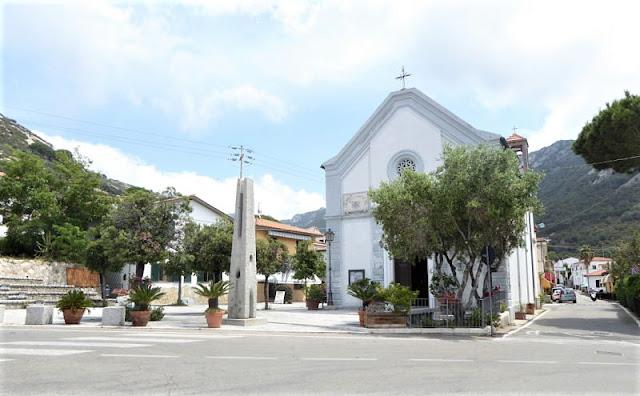 chiesa nel borgo di Pomonte