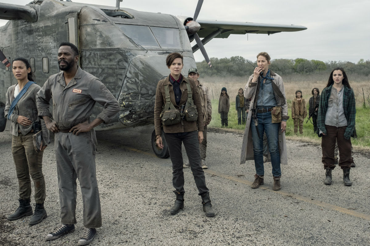 June, Strnad, Althea y Luciana en l episodio 5x08 Is anybody Out there de Fear The Walking Dead