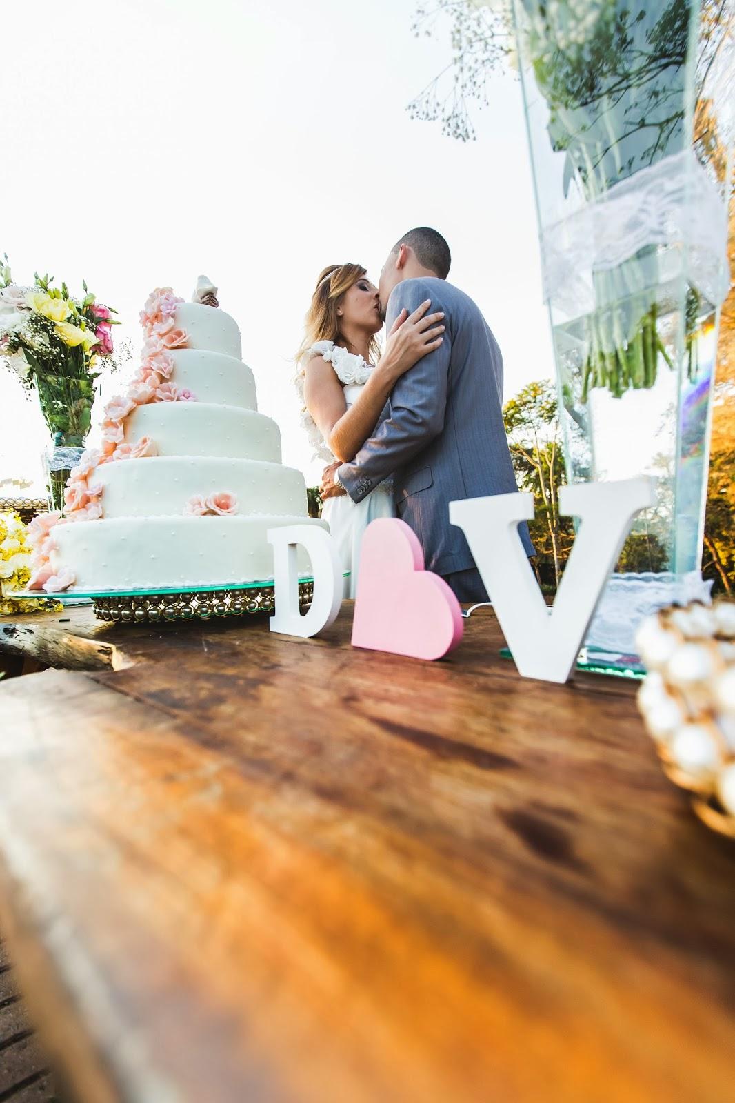 noivos - mesa bolo - bolo - doces - palavra mdf - iniciais noivos mdf - casamento de dia - casamento ao ar livre