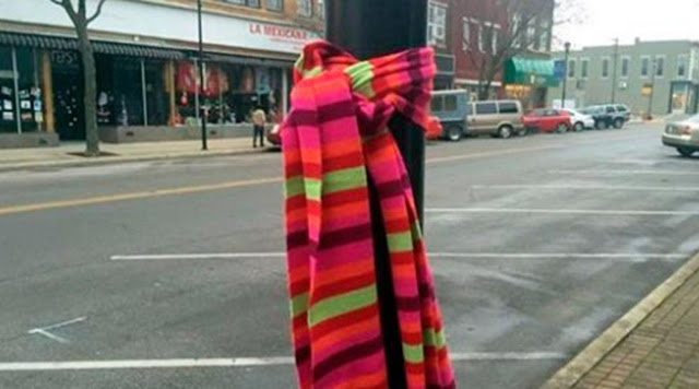 Here's What It Means To See A Scarf Hanging On The Street During The Holidays
