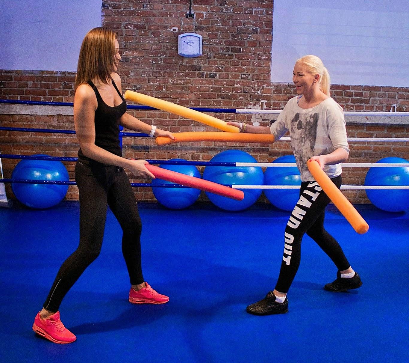 trening, kobiety, kobieta, dla kobiet, sport, zdrowie, boks, kickboxing, muay thai, Emilia Czerwińska, ul. Dworcowa 31, sala bokserska,
