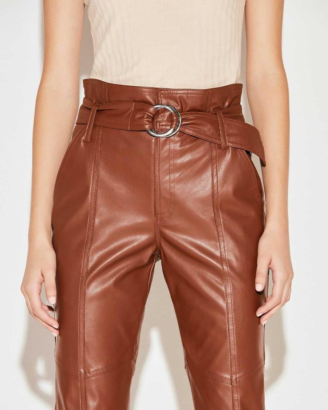pantalones de cuero y engomados invierno 2021 moda mujer
