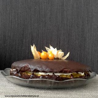 chocoladetaart met mango passievrucht en mascarpone