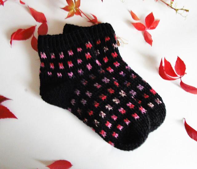 #crochet #black #socks #slippers #soktoober #handmade #pink #squares