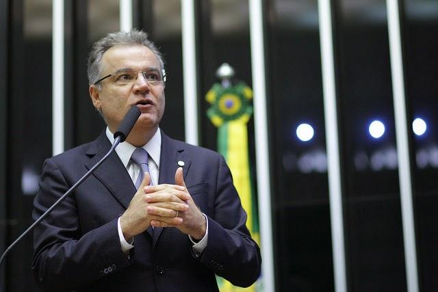 Samuel Moreira reassume mandato de deputado federal para votar a favor do impeachment