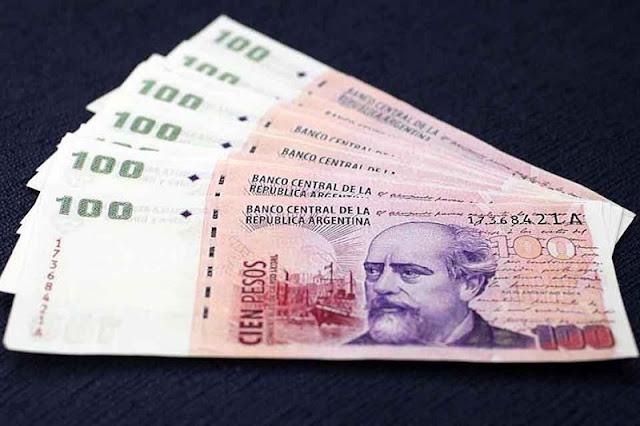 Dinheiro vivo e pesos argentinos em espécie em Córdoba