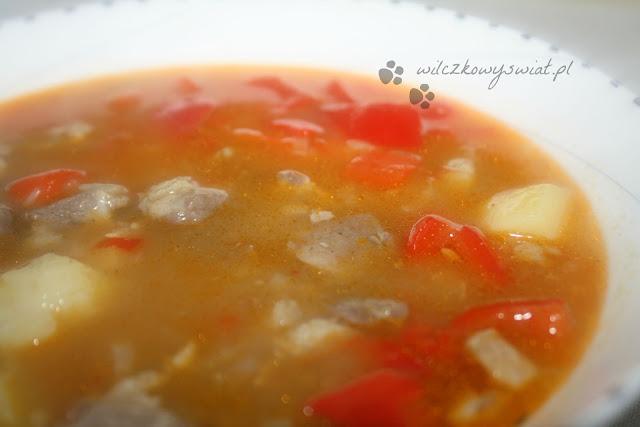 Zupa gulaszowa z pieczoną papryką