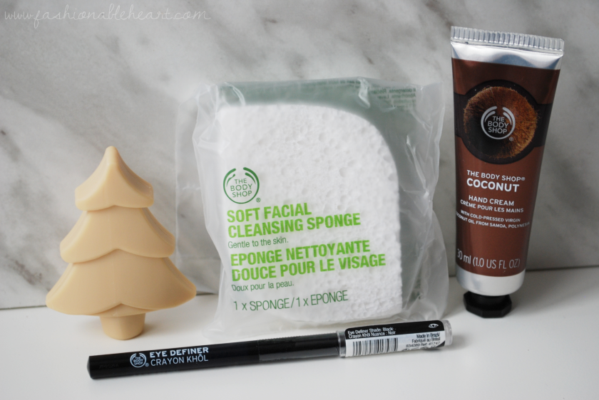 bbloggers, bbloggersca, canadian beauty bloggers, beauty blog, the body shop, 24 days of beauty, advent calendar, advent, soap, facial sponge, eye definer, eyeliner, coconut, hand cream, eyelash curler, mango, body cream, lotion, vanilla, loofah, mini review, christmas, holiday, 2017