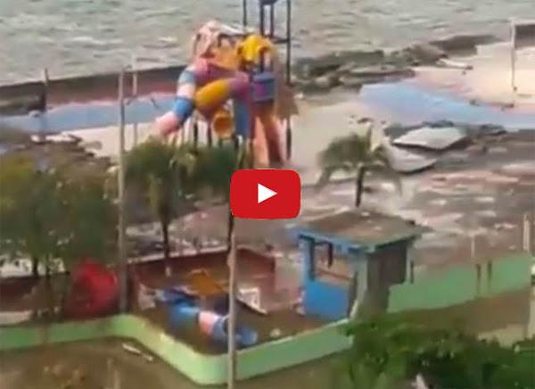 Parque acuático de Macuto destruido por las fuertes olas
