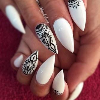 8 unique stiletto nail designs that will brighten up your