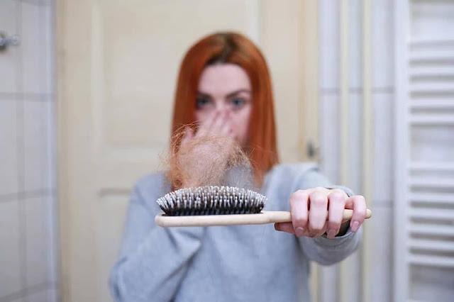 أسباب تساقط الشعر للنساء وكيف يمكن معالجة تساقط الشعر نهائيا | موقع عناكب
