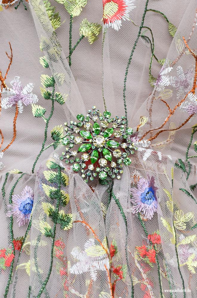 durchsichtiges Kleid in Nude mit Blumen Stickerei