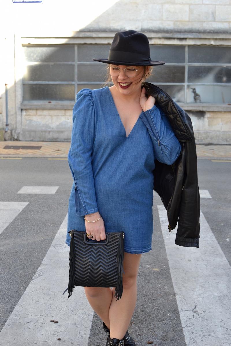 robe en jean Zara, perfecto noir Isabel Marant, chapeau BonClicBonGenre, boots style Givenchy, sac M de Maje
