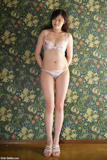 Casual Bottomless Girls - Aika Yamada takes her knickers off