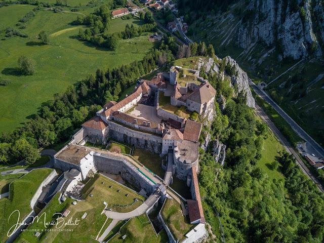 Fort de Joux… il faut déjà se révéler un fin connaisseur du site pour déceler les éléments de fortifications de la période de la Monarchie de Juillet !