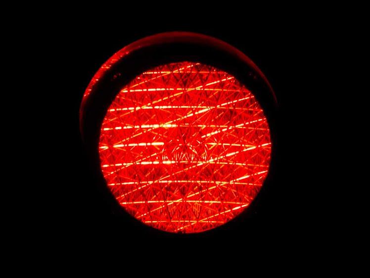 Bandeira tarifária é vermelha patamar 1 para maio