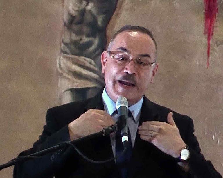 O Dr. Ricardo Castañón Gómez ficou encarregado de levar as amostras aos laboratórios. Era ateu e acabou se convertendo