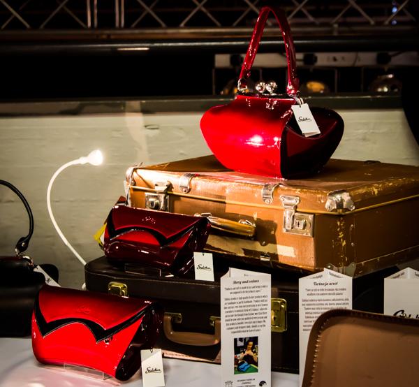 sulokas laukut kiiltonahkalaukku 60-luku vintagelaukku