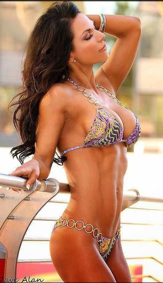 Babe bikini latina tanned