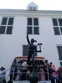 patung hermes di museum fatahillah