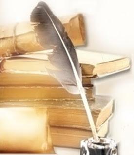 Dia-da-Biblia-Por-que-a-Biblia-e-importante-para-voce-livros-antigos-empilhados-tinteiro-e-pena-de-escrever-sobre-a-mesa