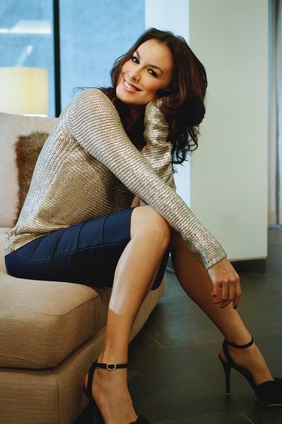 Foto Wajah cantik model Igo Artis Cantik Sophia Latjuba paha mulus bilur bilur penyesalan