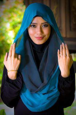 pose model cewek model hijab yang benar