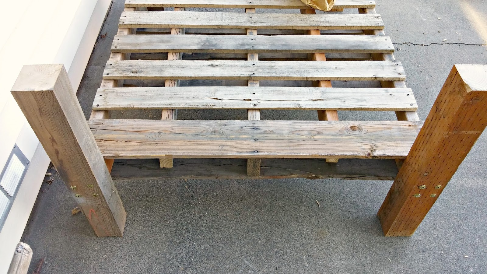 Pallet couch DIY