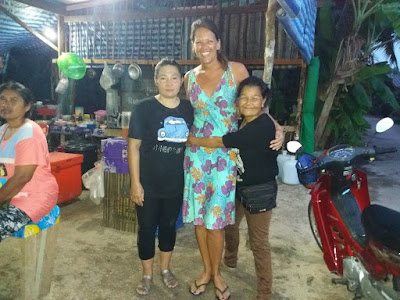 photo of Ellis and two Thai ladies on the island of Ko Jum