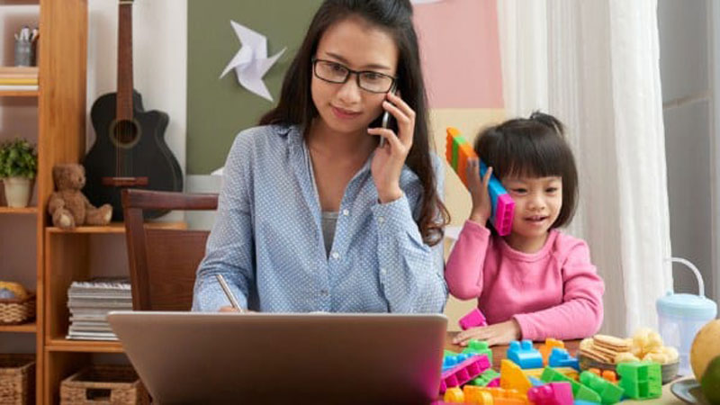 5 Tips Mendidik Anak yang Sering Ditinggal Ibu Bekerja